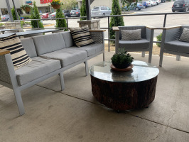 Hoppin Vines outdoor lounge