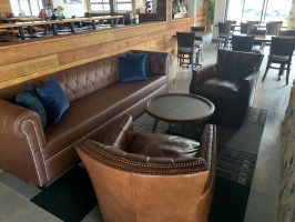Hoppin Vines bar lounge