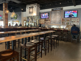 Hoppin Vines open bar seating